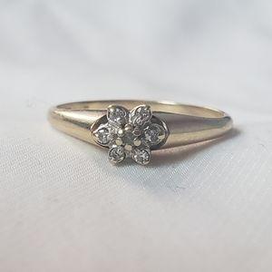 10k Diamond Snowflake Ring